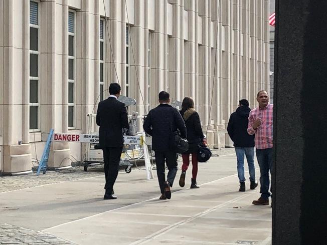 毛波共謀電信詐欺案的檢控團隊在庭審後離開現場。(記者顏潔恩╱攝影)