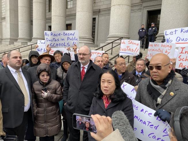 原告、代表律師和支持者參加第二巡迴上訴法院聽證會。(記者金春香/攝影)