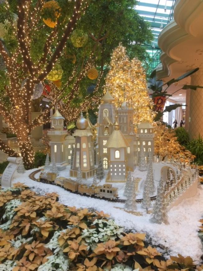 永利度假中心佳節布置有六座冬景小村莊。(記者馮鳴台/攝影)