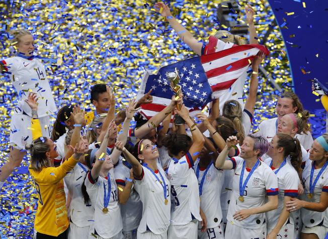美國國家女子足球隊獲選時代雜誌「年度運動員」。(美聯社)