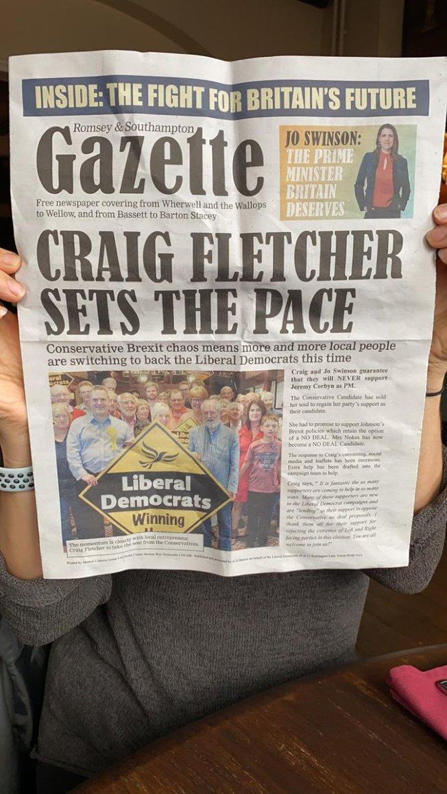 自由民主黨出版了一份「漢普郡中部公報」,內文都在讚揚該黨的候選人與政策。這份報紙也被踢爆,從排版到標題都模仿當地報紙「貝辛斯托克公報」。(取材自推特)