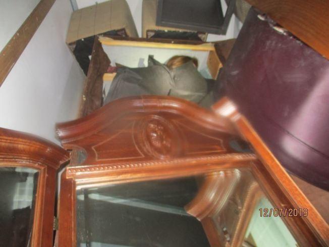 偷渡者藏匿運貨車廂內。(CBP提供)