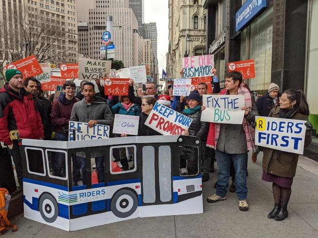 乘客維權團體集會,要求市府在2020年前實現全市公車提速25%。(乘客聯盟提供)