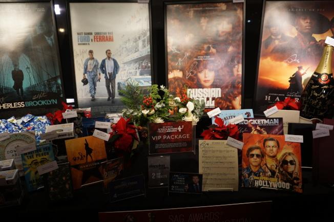 「愛爾蘭人」、「婚姻故事」等有演員簽名的熱門劇本在拍賣中。(記者馬雲/攝影)