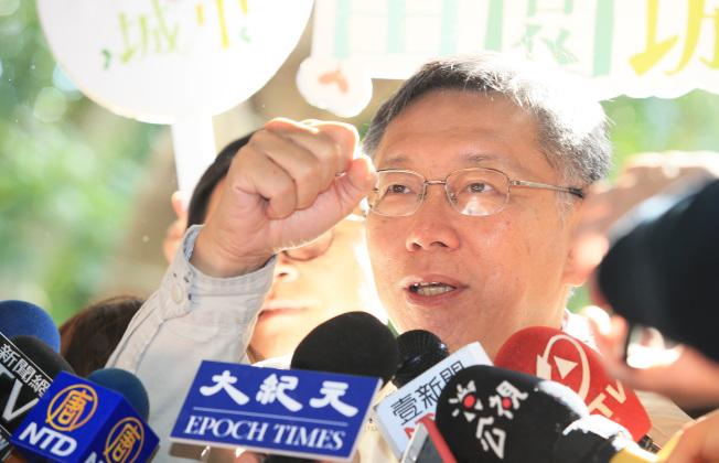 台北市長柯文哲成立台灣民眾黨,被外界視為劍指2024年總統大選。柯文哲11日受訪時首度證實,沒有意外的話,他會選2024年。(記者潘俊宏/攝影)