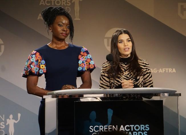 女星艾美莉卡弗瑞娜、戴娜葛里拉宣布演員工會獎提名。(記者馬雲/攝影)