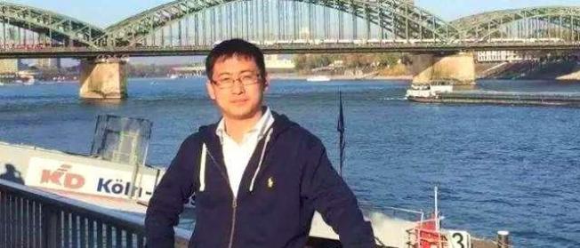 北大國際數學中心前博士生導師馮仁傑。(視頻截圖)