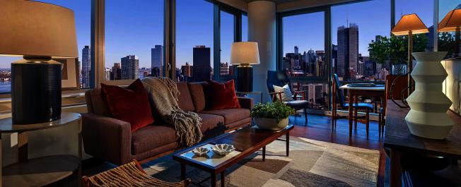 「1 Blue Slip」可以飽覽東河和曼哈頓景觀。(取自官網)