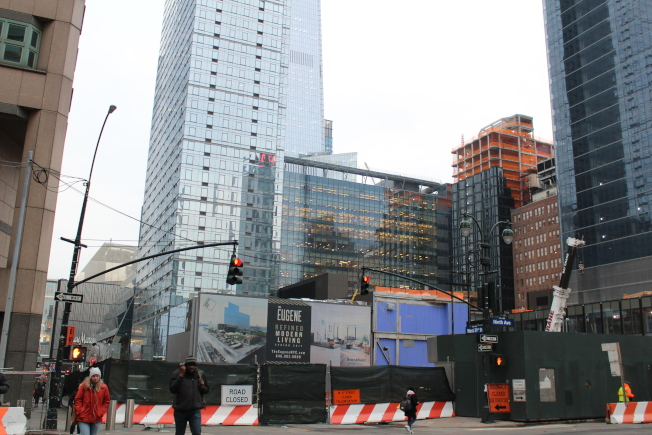 Manhattan West緊挨哈德遜園區,62層的「3 Manhattan West」是曼哈頓中城最高的出租公寓樓。(記者劉大琪/攝影)