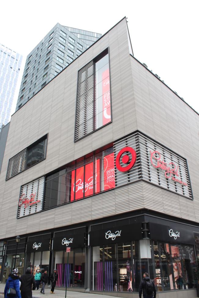 City Point是新興的購物和美食中心,聚集了很多商家。(記者劉大琪/攝影)