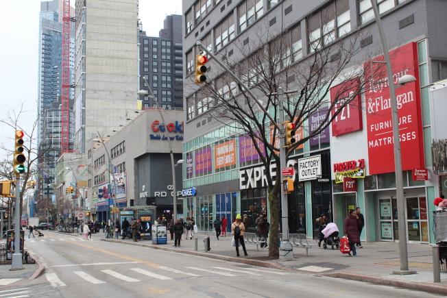 City Point周邊商家眾多。(記者劉大琪/攝影)