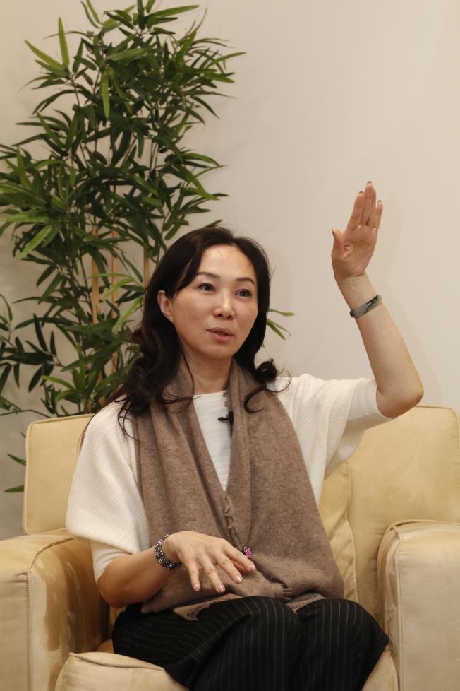 李佳芬認為以民調數字來推估選票,「是一個笑話」;她相信韓國瑜會打贏選戰。(記者呂賢修/攝影)