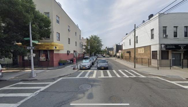亞裔男子曠英章在Onderdonk大道與Gates大道被撞至重傷。(取自谷歌地圖)