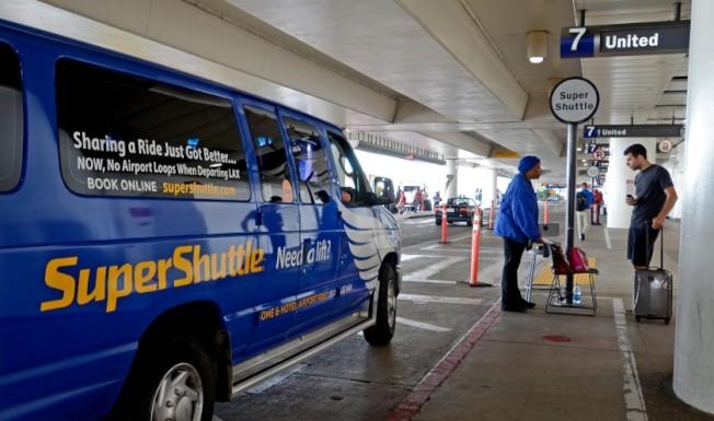 穿梭機場多年的SuperShuttle將於12月31日停業。(洛杉磯時報)