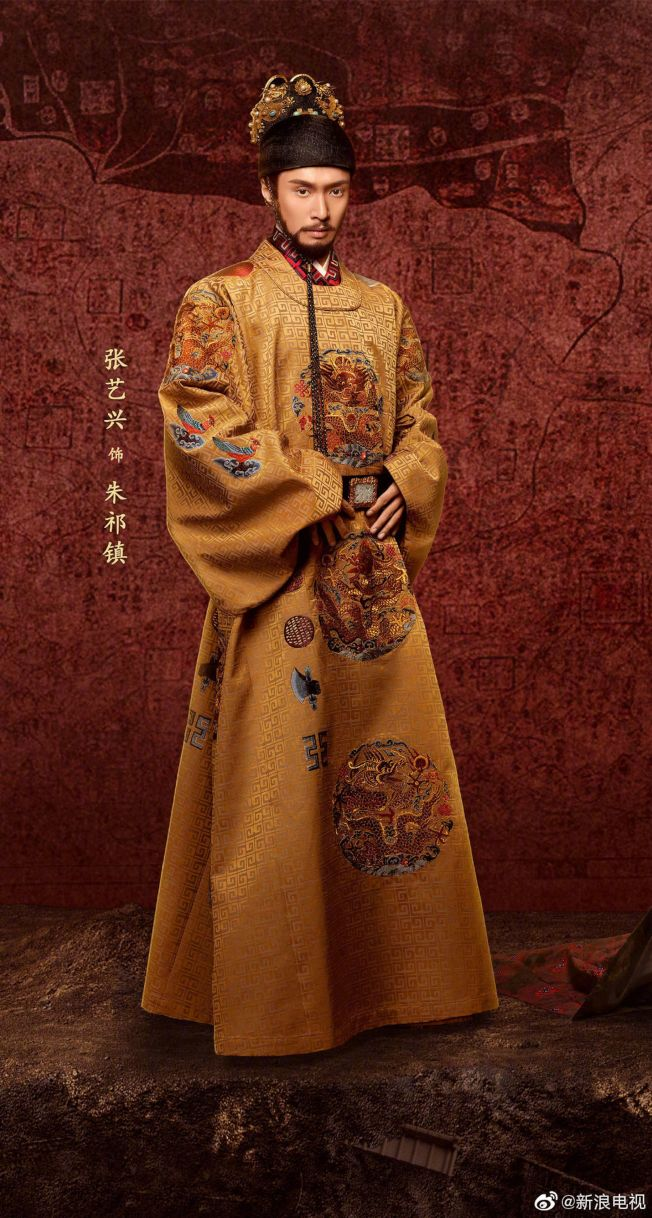 張藝興首度演出古裝劇《大明風華》,皇帝造型掀起討論。(取材自微博)