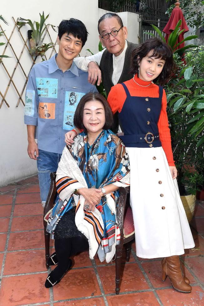 嚴正嵐(右起)、龍劭華、吳秀珠、李冠毅演出「老姑婆的古董老菜單」。(圖:華視提供)