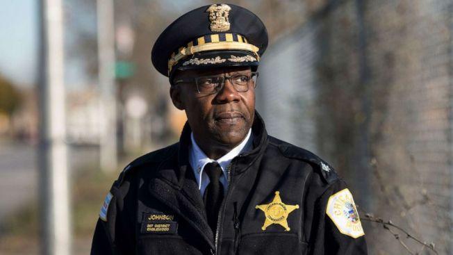 曾在芝加哥警局擔任指揮官的詹森,被發現盜領亡母社安金長達23年、總金額逾36萬元,獲判緩刑兩年。(ABC電視台截圖)
