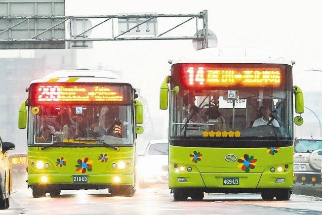 不少台灣人搭公車會習慣,車還沒停靠前就移動到車門口,這在日本人眼裡犯了大忌。圖為情境示意圖。聯合報系資料照