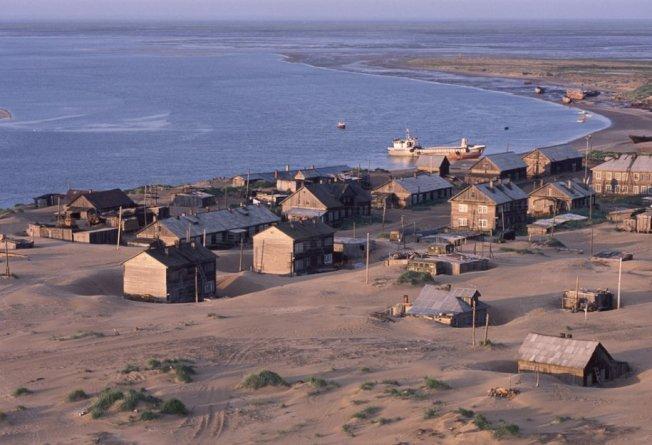 俄羅斯一個小鎮長年被沙漠給覆蓋。 圖擷自Russia Beyond