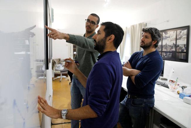 為了提供有效的回饋意見,員工應找主管開會溝通,且在會議上提出解決方案,以利主管採取行動。(路透)