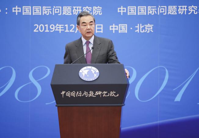 外長王毅13日出席2019年國際形勢與中國外交研討會開幕式並發表演講時表示,2020年是中華民族偉大復興進程中具有里程碑意義的關鍵一年,中國外交將聚焦六大任務。(中新社)