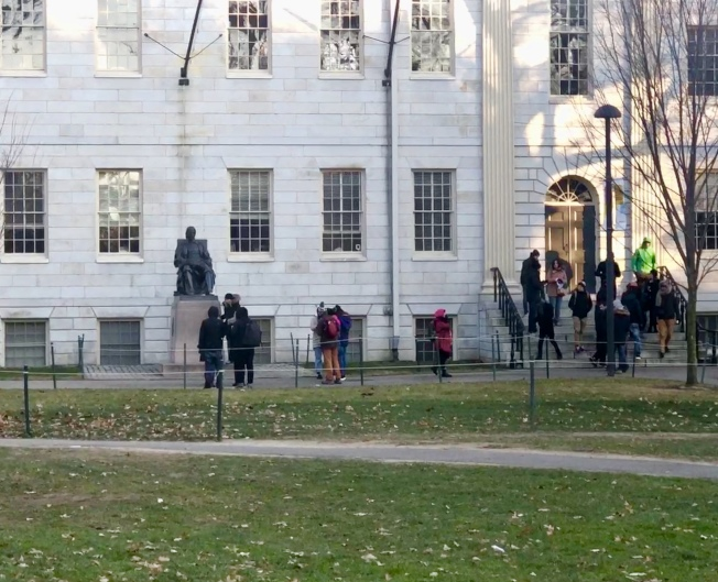 哈佛大學「提前錄取率」六年來首度上升,從去年13.4%漲到今年13.9%。(記者劉晨懿之/攝影)
