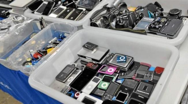 電子產品是洛杉磯國際機場最常見的失物。(洛杉磯國際機場提供)