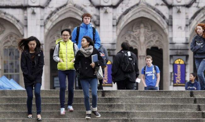 在加拿大就讀的留學生以中國留學生為最多,有中國家長因此擔心華人太多,子女的英文難以進步。(本報資料照片)