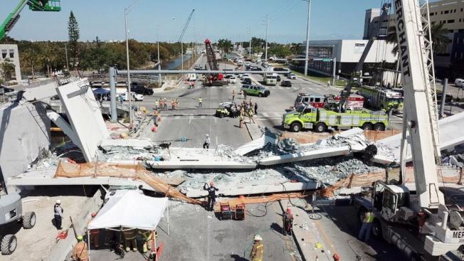 佛羅里達國際大學的人行天橋倒塌現場。(邁阿密戴德郡消防隊提供)