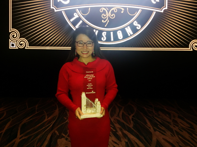 在AdventHealth醫療(原佛羅里達醫院)服務19年心臟科醫師岑瀑嘯獲頒2019年最佳醫師獎。(記者陳文迪/攝影)