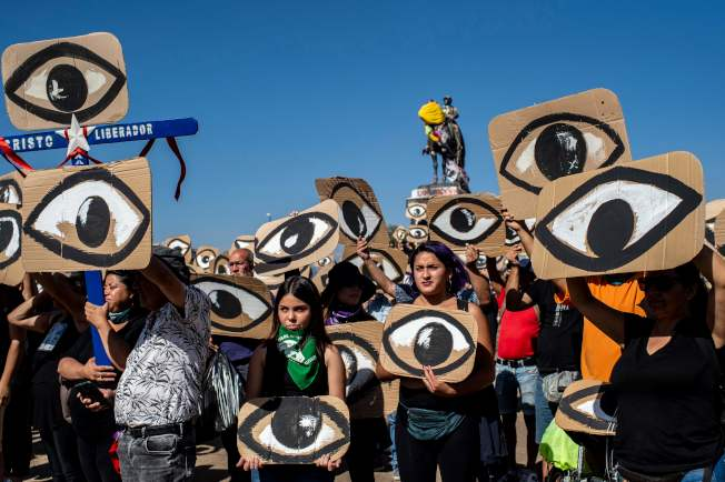 聯合國發表報告,指智利警方不當使用武力對付示威者,當中造成最少345宗示威者眼部受傷的個案。(Getty Images)