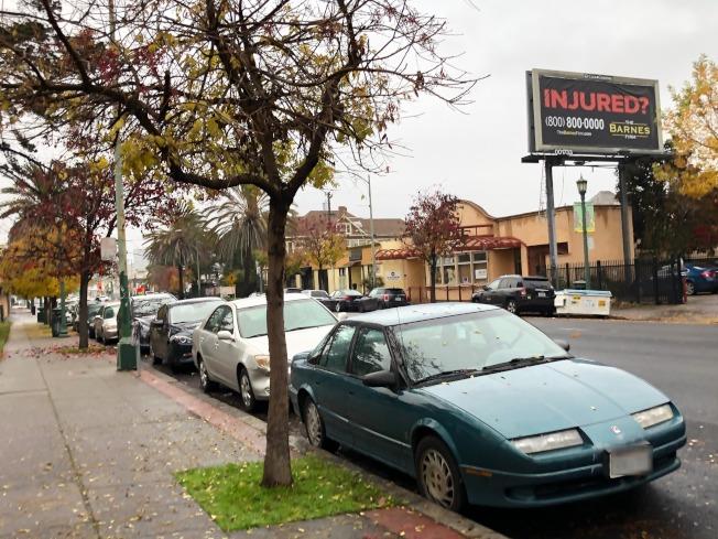 Clinton公園附近因為BRT施工導致停車難,居民紛紛倒苦水。(記者劉先進/攝影)