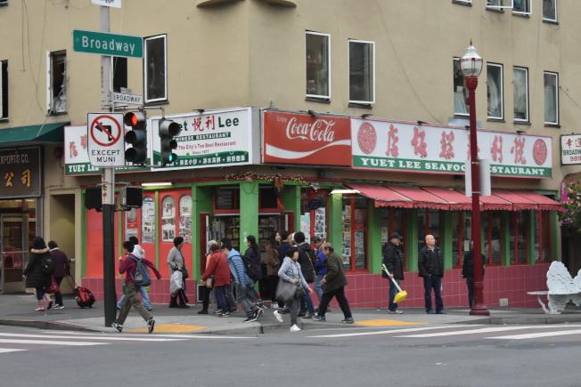 位於市德頓街和百老匯街交界處的悅利海鮮飯店已在華埠44年。(記者黃少華/攝影)