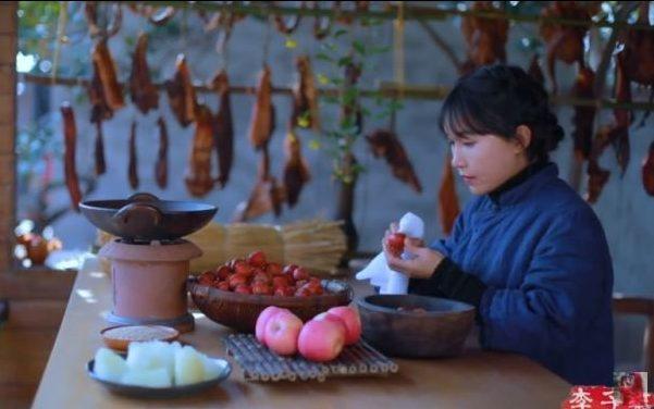 中國網紅李子柒拍了一系列的農村生活影片,吸引不少外國粉絲。圖翻攝自YouTube頻道「李子柒 Liziqi」