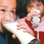 哈佛研究:喝牛奶要適量 每天不超過480毫升