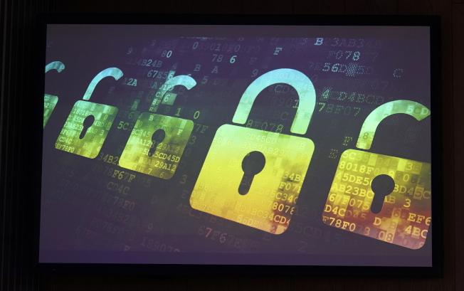 網路駭客攻擊防衛力量較薄弱的市鎮,癱瘓行政作業,藉以勒取贖金。(歐新社)