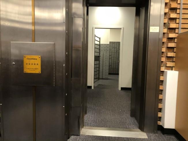 銀行保險櫃示意圖。(記者胡清揚/攝影)