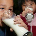 美國「飲食指南」正更新 成人需喝牛奶? 專家:沒那麼必要