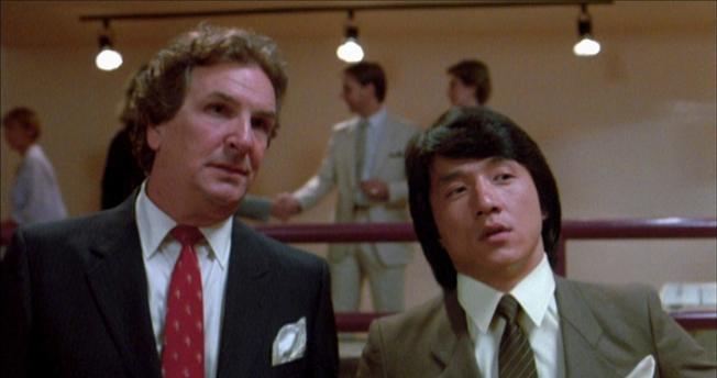 丹尼艾羅(右)曾與成龍合作「威龍猛探」。(取材自IMDb)