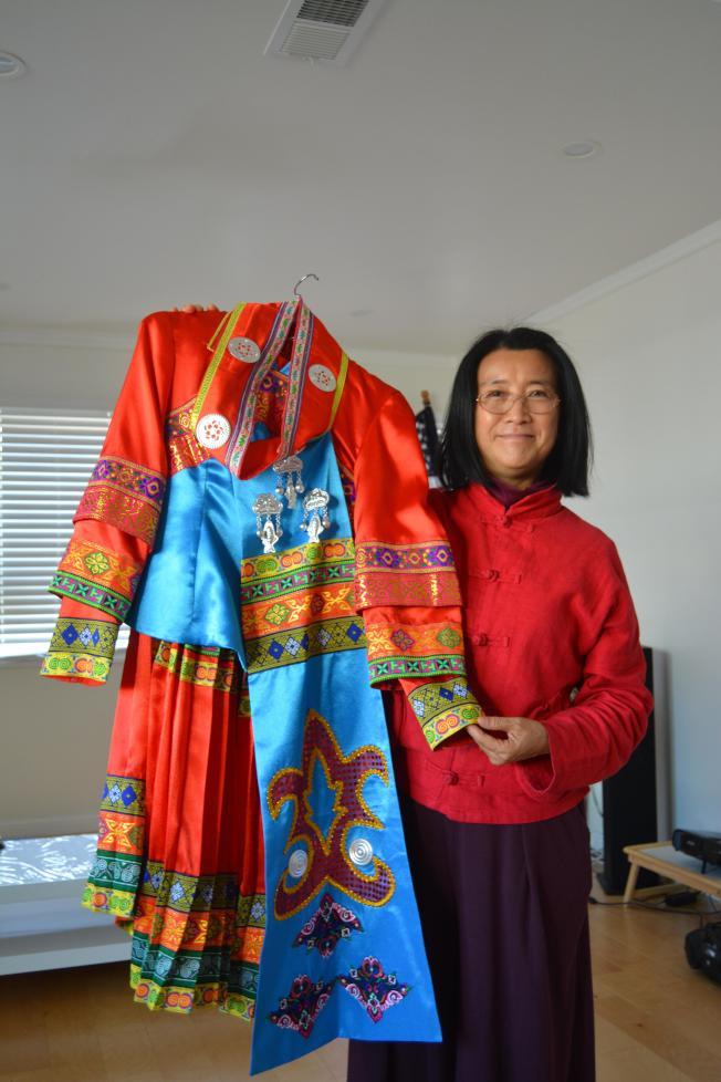 56個民族的服裝色彩鮮艷,頗為美觀。(記者劉先進/攝影)