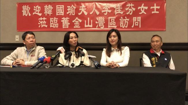 李佳芬(左二)、黃紹庭(左一)、何庭歡(右二)、鍾維君(右一)在造勢大會後回答記者提問。(記者黃少華/攝影)