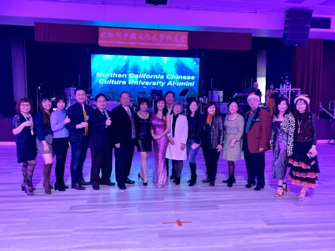 文化大學校友會舉辦「2019文化之夜-耶誕星光舞會」,盼能聯繫校友感情。(記者林亞歆/攝影)