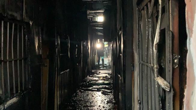 台南真理家族前輩堂遭縱火,夾層房間都燒成一片焦黑。(記者吳淑玲/攝影)
