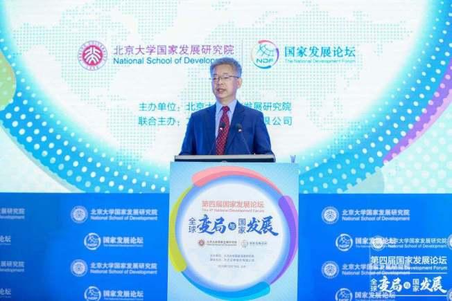 北京大學國家發展研究院副院長黃益平。新浪財經網
