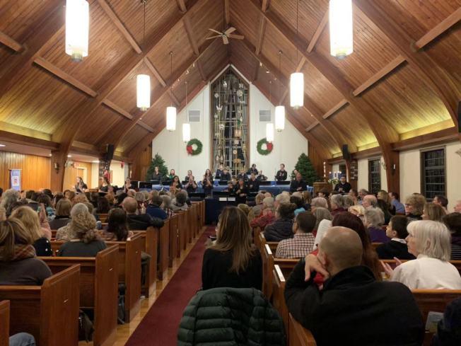 歡樂谷五間教堂為劉Dorothy和兩名子女舉辦追思會,其中一間教堂以演奏音樂的形式紀念死者。(記者牟蘭/攝影)