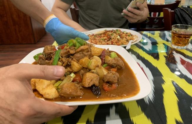 中國人在餐館願為有形的菜品埋單,但對無形服務則不一定。(記者劉大琪╱攝影)
