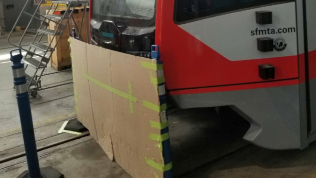 造價300萬的Muni新車廂已被大卸八塊,當作零件補充品。(電視新聞截圖)