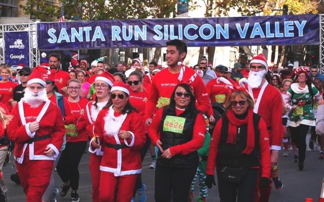 眾多「耶誕老人」出現在五公里走跑賽道上。(記者梁雨辰/攝影)