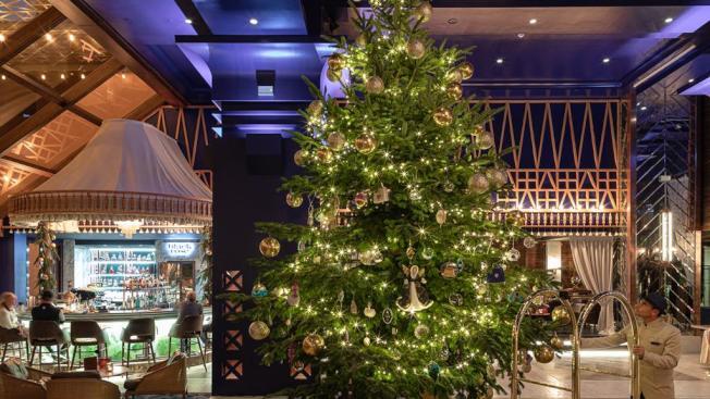 西班牙度假勝地馬貝拉的巴伊亞凱賓斯基飯店,在日前推出價值1190萬英鎊的耶誕樹,贏得金氏世界紀錄「全球最貴」耶誕樹頭銜。圖/巴伊亞凱賓斯基飯店