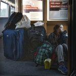 快看世界 環保少女童貝里火車坐地照掀議 德鐵:你有頭等車票